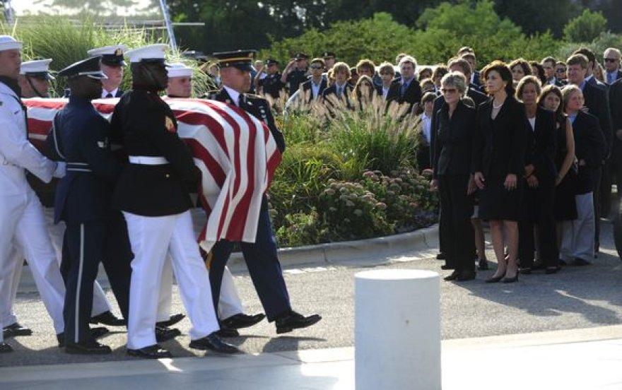 Bostonas atsisveikina su E.Kennedy