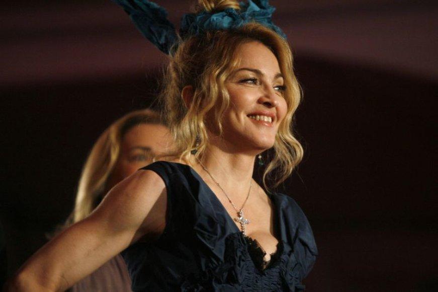 """Madonna su """"Louis Vuitton"""" drabužiais"""