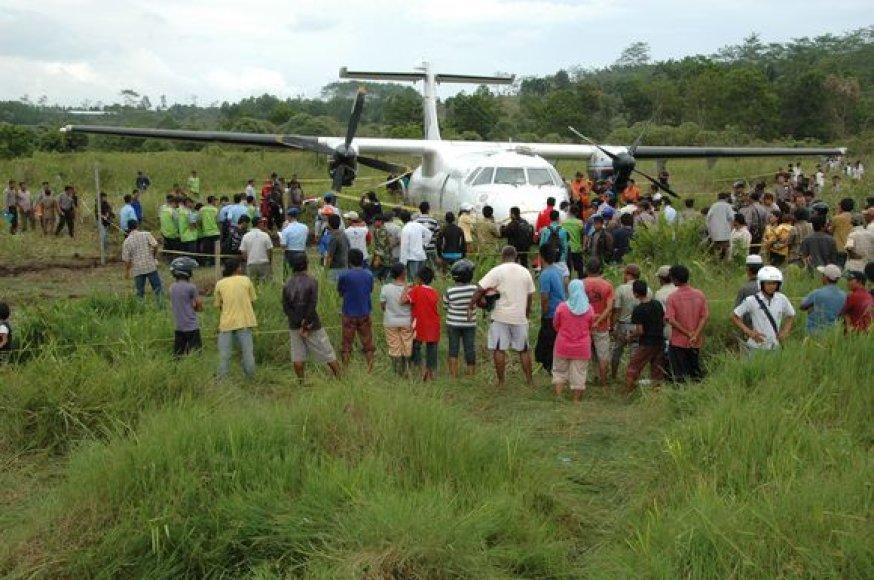Lėktuvas nusileido ryžių lauke