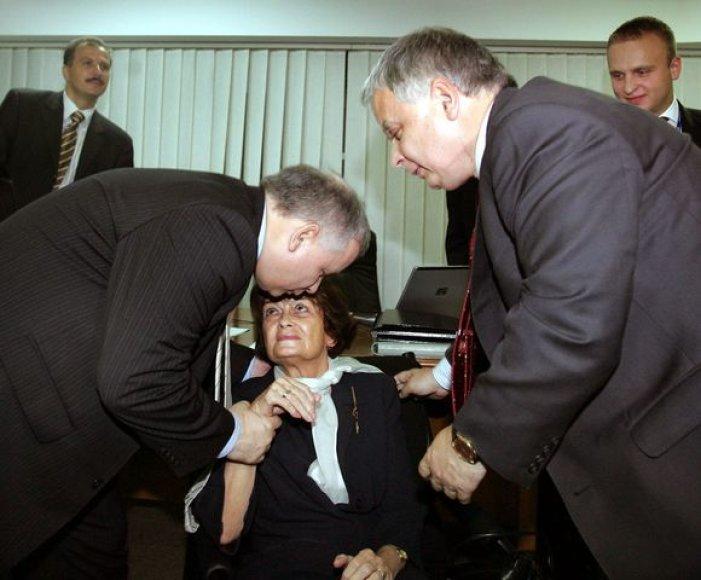 Jadwiga Kaczynska su sūnumis