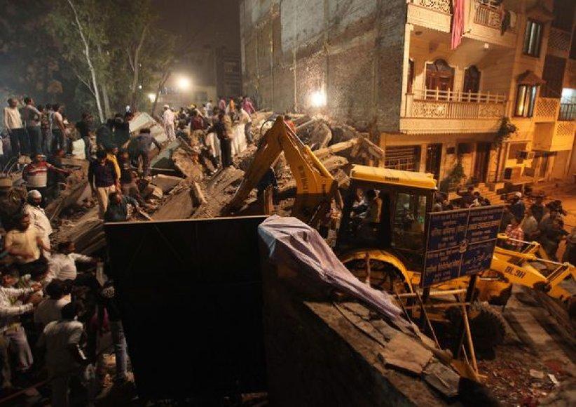 Sugriuvęs pastatas