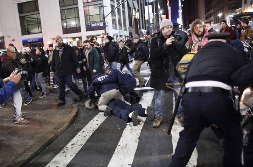 """Policija susirėmė su """"Užimk Volstritą"""" dalyviais"""