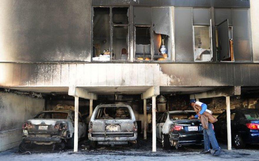 Holivude buvo padeginėjami automobiliai