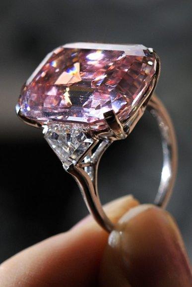 Šis rausvas deimantas šiuo metu yra brangiausias akmuo pasaulyje