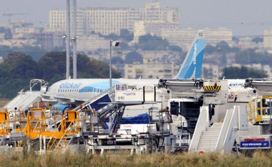 Gaisras kilo šiame lėktuve Paryžiaus oro uoste.