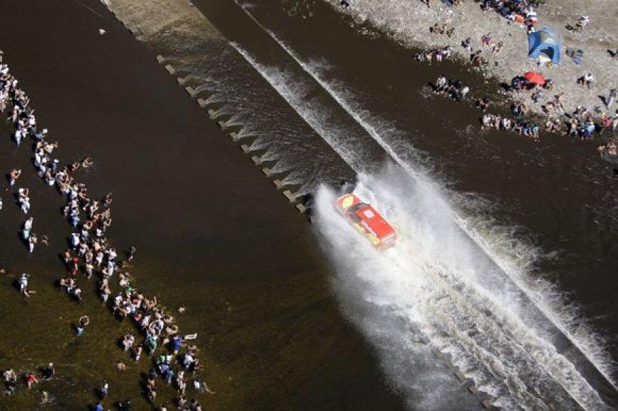 Pietų Amerikoje vyksta 2010 metų Dakaro ralis, kurio dalyviams teks įveikti apie devynis tūkstančius kilometrų.