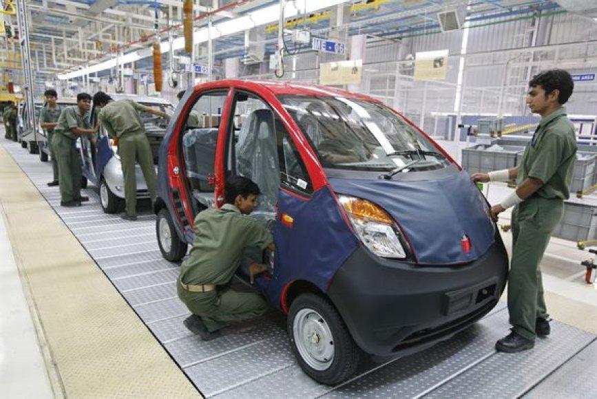 Automobilių pardavimai auga kiekvieną mėnesį
