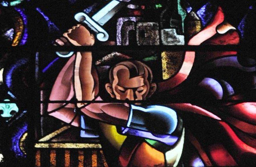 Bažnyčios lange vaizduojamas Adolfas Hitleris