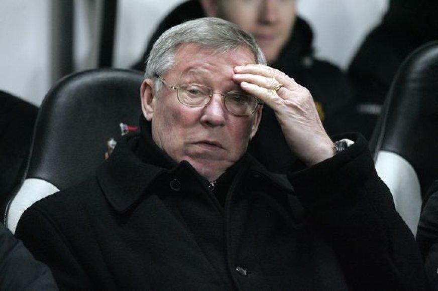 """Sero A.Fergusono treniruojama """"Manchester United"""" ekipa šiame sezone jau triumfavo pasaulio futbolo klubų čempionate ir Anglijos lygos taurės varžybose."""