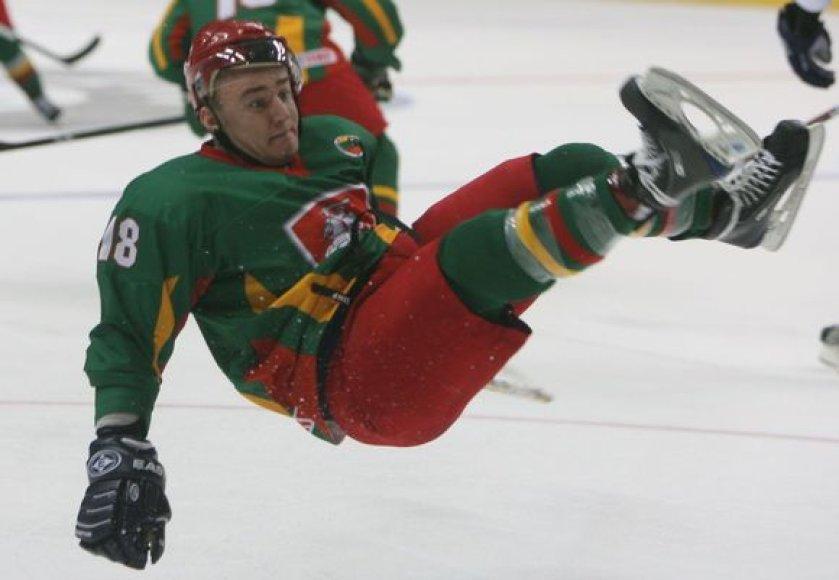 Pirmuosiuose dviejuose čempionato mūšiuose paslydusi Lietuvos ledo ritulio rinktinė pirmąją pergalę sieks iškovoti antradienį kautynėse su australais.