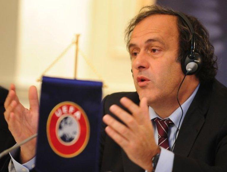 Prezidentas M.Platini ir kiti UEFA vykdomojo komiteto nariai atitikti bent minimalius Europos čempionato reikalavimus Donecko, Lvovo ir Charkovo miestams suteikė laiko iki 2009 m. lapkričio 30 d.