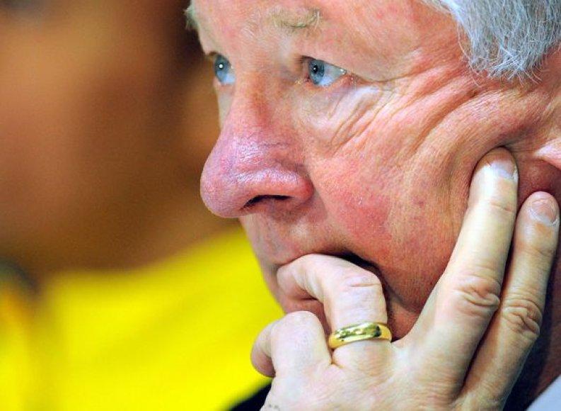 """Jeigu kalbos apie """"Manchester United"""" finansinę būklę pasitvirtintų, komandos treneris seras Alexas Fergusonas būtų priverstas pamiršti apie ekipos pastiprinimą"""