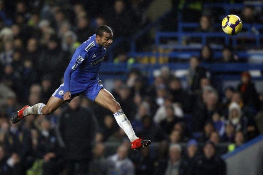 """Artimiausią persekiotoją – čempiono titulą ginantį """"Manchester United"""" – """"Chelsea"""" klubas lenkia 3 taškais"""