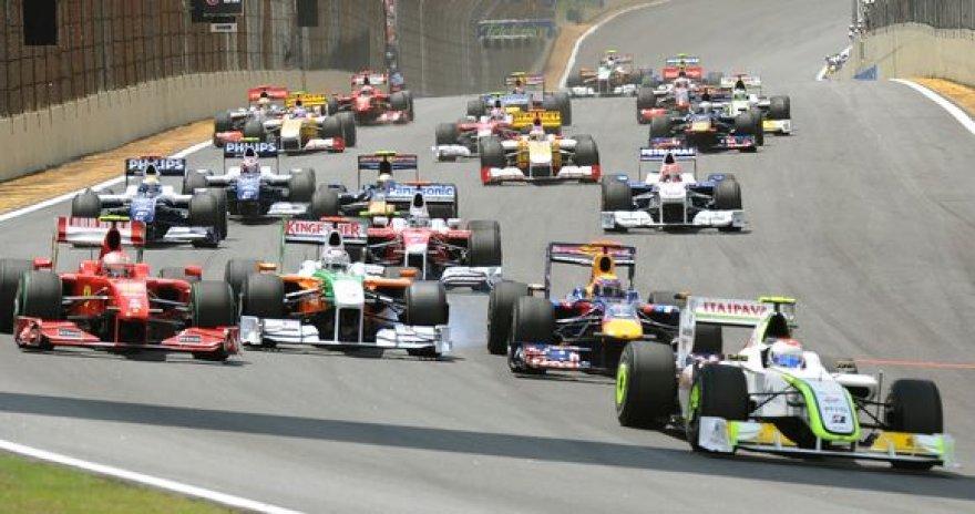"""Šiemet prie """"Formulės-1"""" varžybų starto linijos gali išsirikiuoti net 14 komandų"""