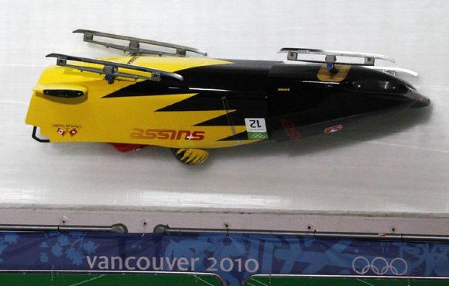 Šveicarijos ekipažas buvo vienas iš septynių, bobslėjininkų treniruotėse patyrusių avarijas Vankuverio ledo trasoje