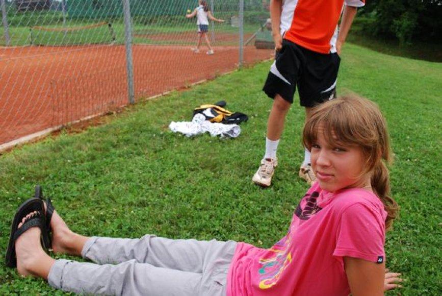 Talentinga tenisininkė darbo nebijo