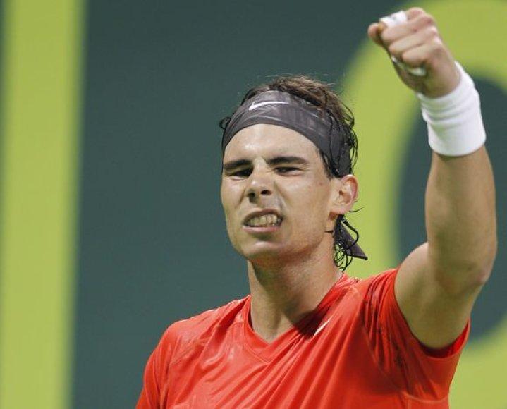 Rafaelis Nadalis pergalę šventė tik po trijų setų kovos.