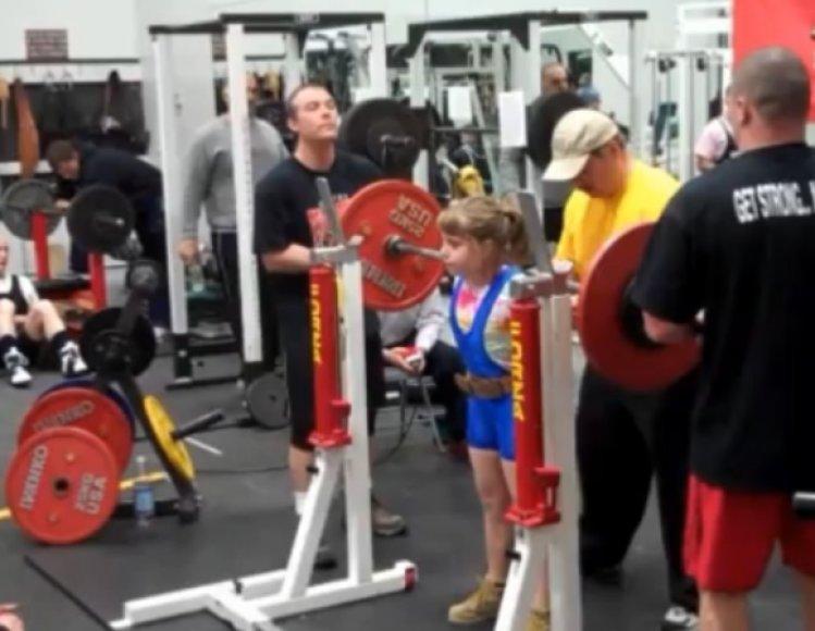 9-metė Naomi Kutin pagerino pasaulio sunkiosios atletikos rekordą, kuris anksčiau priklausė 20-metei