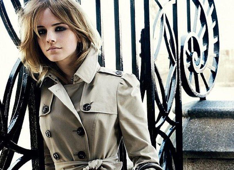 """Emma Watson reklamuoja naują """"Burberry"""" kolekciją."""