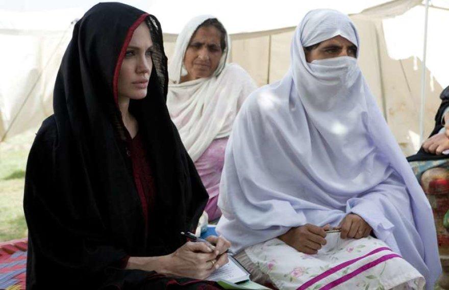 Angelina Jolie lankosi Pakistane