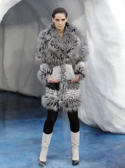 """""""Chanel"""" 2010-ųjų rudens – 2011-ųjų žiemos kolekcijoje – dominavo dirbtinis kailis."""