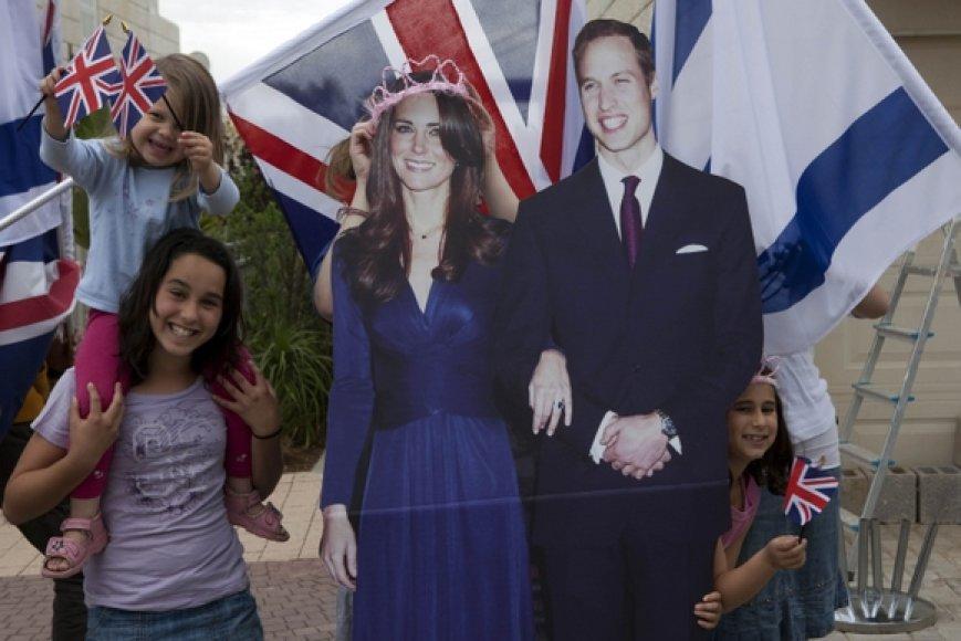Didžiosios Britanijos princo Williamo ir jo išrinktosios Kate Middleton figūros