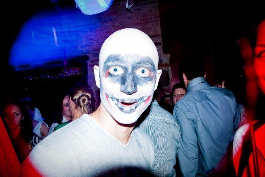 """Vilniaus baras """"Berlin"""" pirmadienį vakarėlių mėgėjus pakvies į """"Mirusių techno gerbėjų naktį""""."""