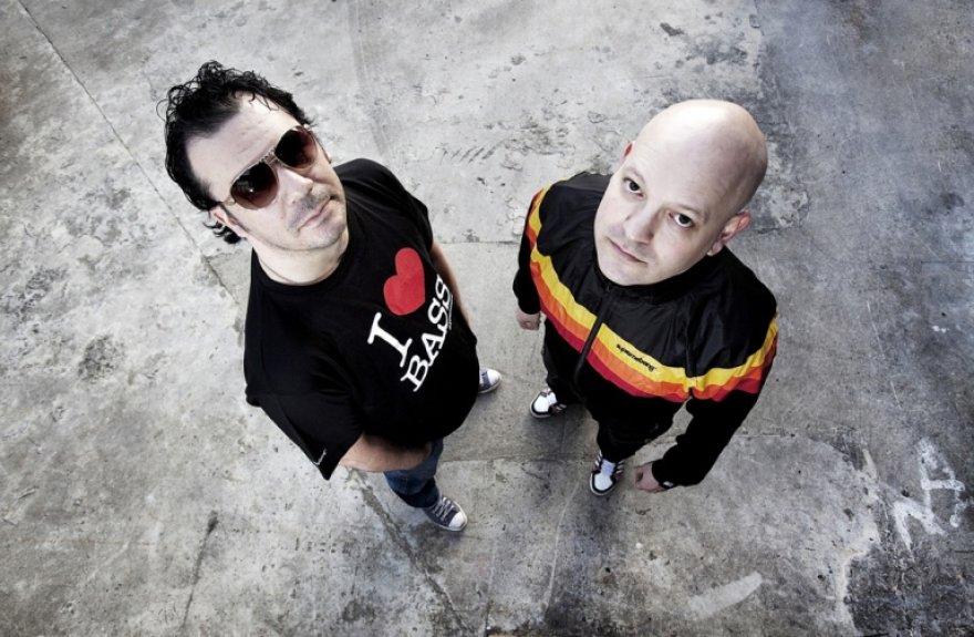 """""""Addictive TV"""" prodiuseris ir vaizdo didžėjus Grahamas Danielsas (dešinėje) ir """"Go Home Productions"""" pasivadinęs Markas Vidleris (kairėje)"""