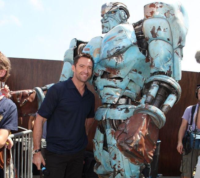 """Filme """"Grūdintas plienas"""" vaidinęs Hughas Jackmanas ir robotas"""
