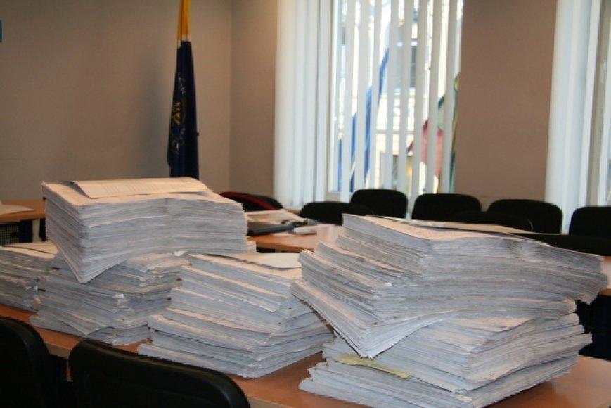 Referendumo iniciatyvinė grupė pastarosiomis dienomis tikrina ir skaičiuoja surinktus parašus.
