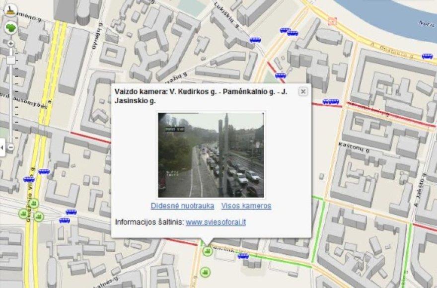 Žemėlapyje sostinės gatvės žymimos skirtingomis spalvomis, priklausomai nuo eismo intensyvumo. Taip pat galima peržiūrėti sankryžose esančių vaizdo kamerų transliuojamus vaizdus.
