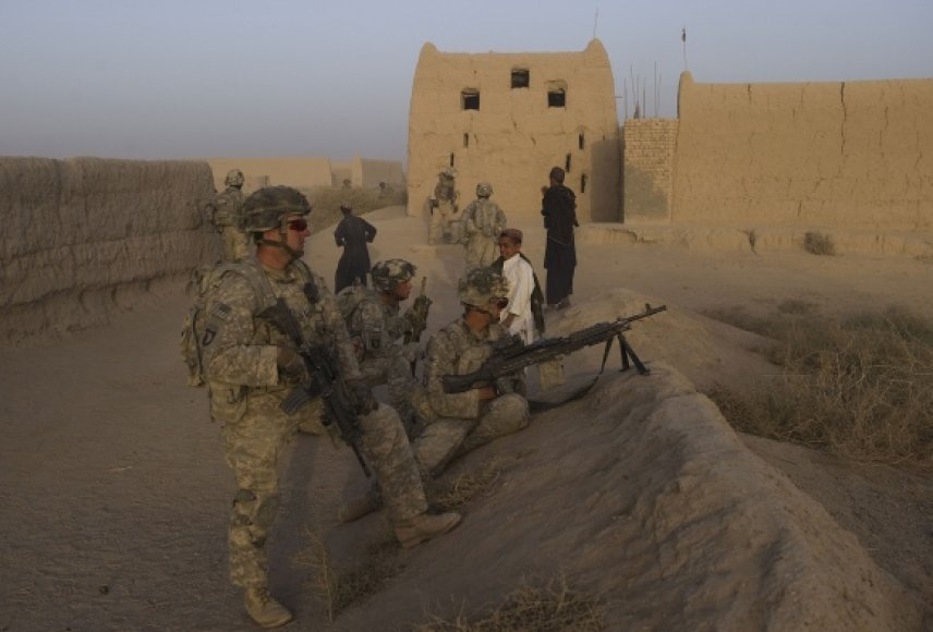 Anot auditorių, praktiškai neįmanoma nustatyti, kur ir kaip buvo panaudoti Afganistano atstatymui skirti milijardai.