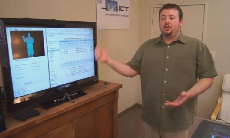 """Programuotojai """"Google"""" juoką priėmė kaip iššūkį ir sukūrė veikiančią programinę įrangą, kuri išties leidžia valdyti """"Gmail"""" paštą judesiais."""