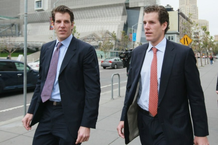Dvyniai Cameronas ir Tyleris Winklevossai.