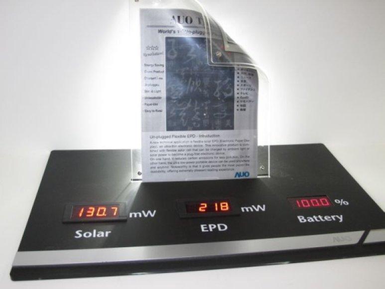 """Kompanijos """"AU Optronics"""" lankstus elektroninio popieriaus ekranas."""