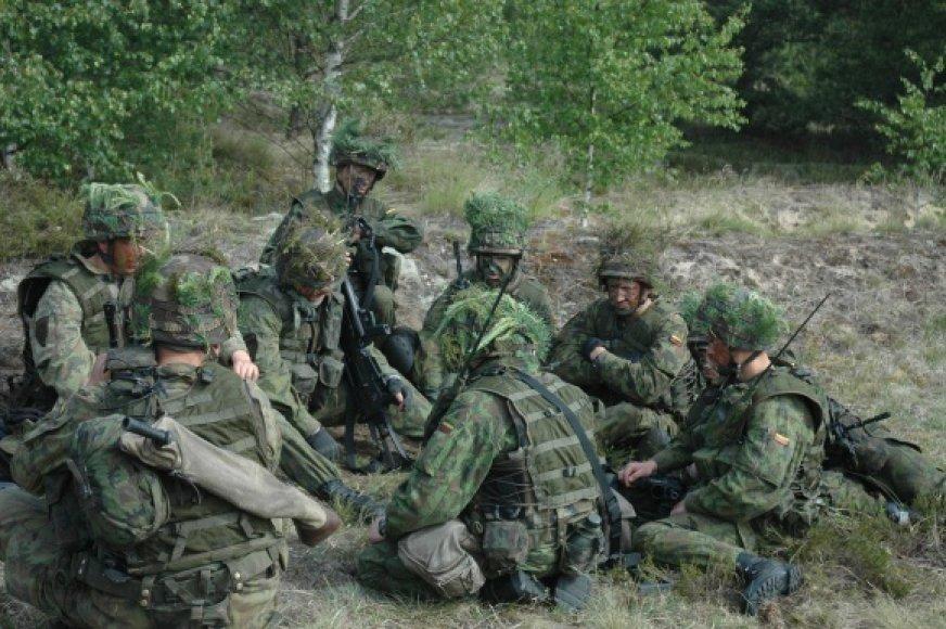 Šaliai išgyvenant ekonominį nuosmukį į profesinę kariuomenę šiemet priimta apie 250 jaunuolių. Pernai šis skaičius siekė apie 1010.