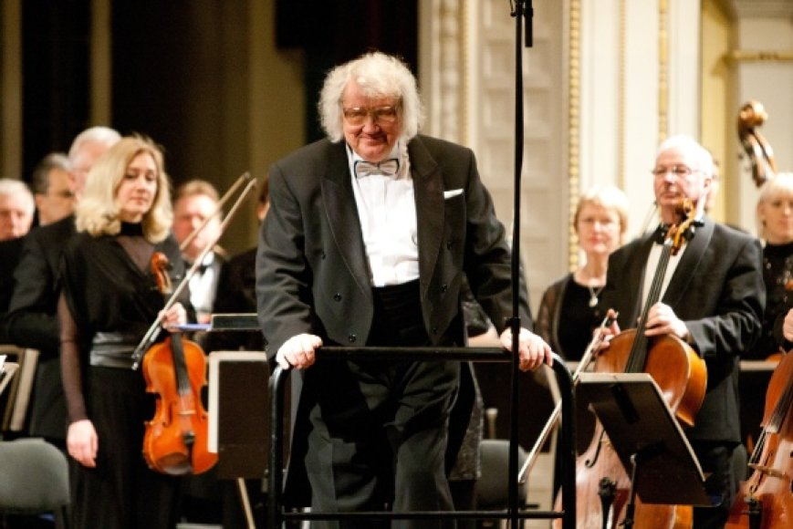 Juozo Domarko diriguojamas Lietuvos Nacionalinės filharmonijos simfoninio orkestras.