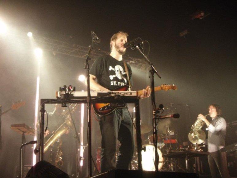"""""""Bon Iver"""" lyderis Justinas Vernonas Hamburge su publika bendravo ne žodžiais, o muzika."""