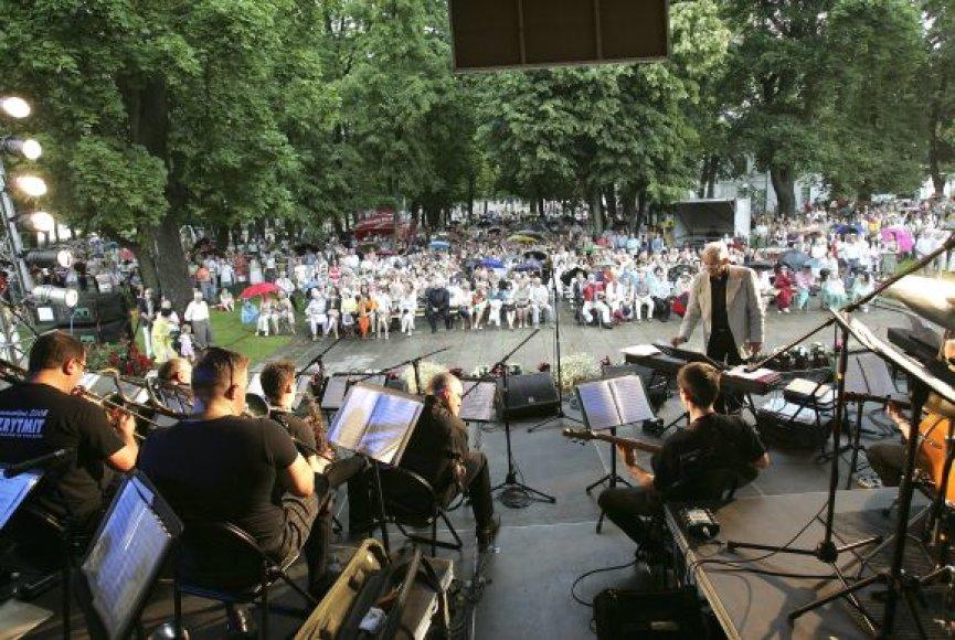 """Festivalis """"Operetė Kauno pilyje' 09"""" prasidėjo praėjusį savaitgalį koncertu Muzikinio teatro sodelyje."""