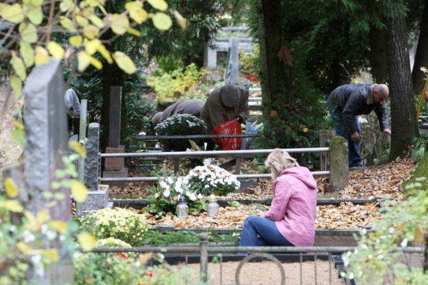Kauno kapinėse Vėlinės bus kuklesnės