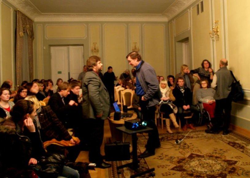 Ekologinio kino vakaruose demonstruojamus filmus publika aptaria su vakaro svečiais.