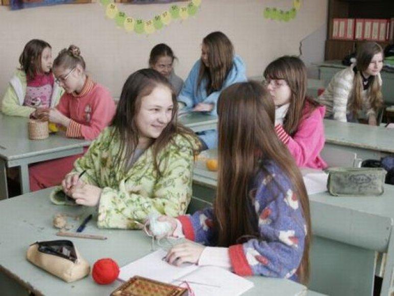 Kauno Juozo Grušo vidurinės mokyklos moksleiviai su chalatais šeštadienį paminėjo Tarptautinę miego dieną