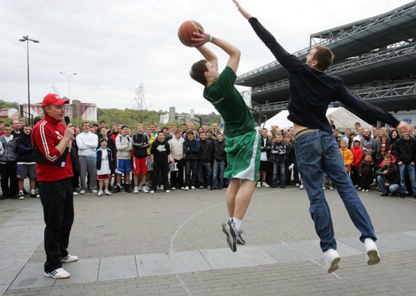 Gatvės krepšinis su žalgiriečiais