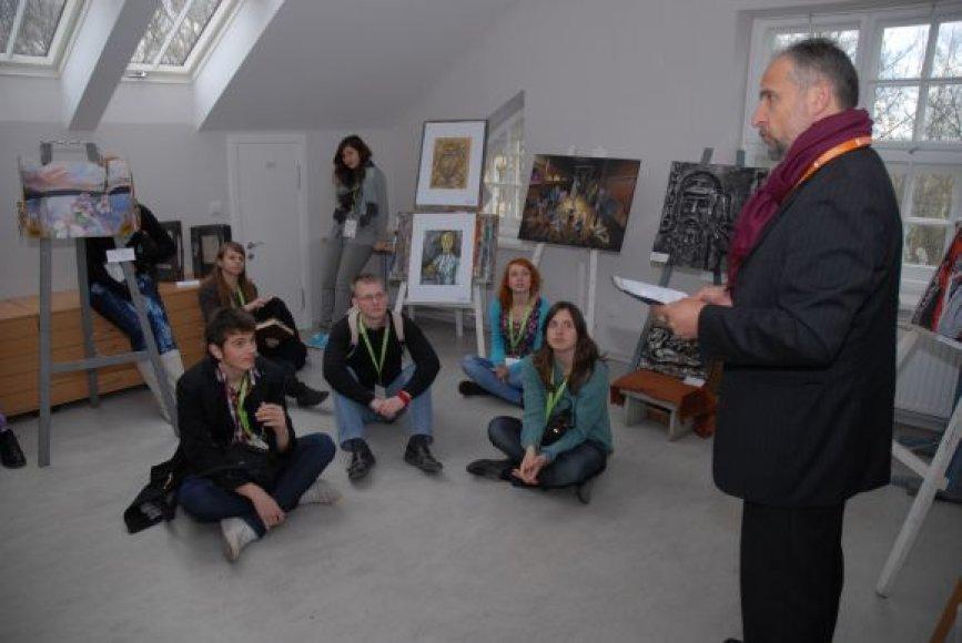 Lietuvos moksleivių dailės olipiados dalyviai ne tik kūrė, bet ir bendravo su profesionalais meno atstovais