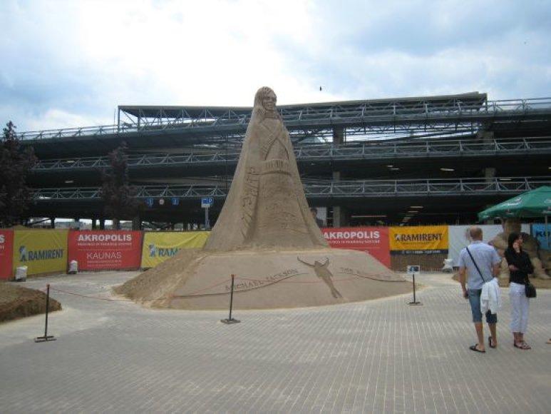 Maiklo Džeksono skulptūra iš smėlio