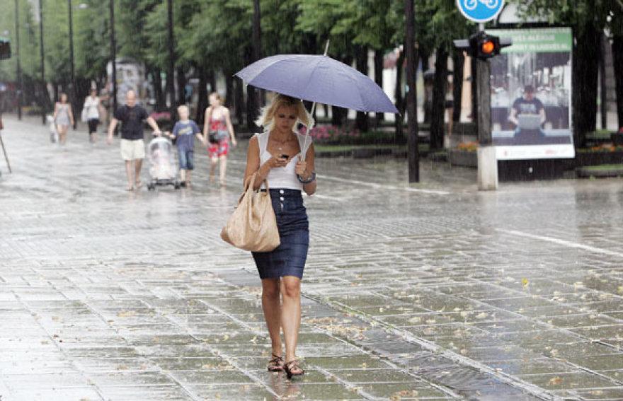 Kauniečius užklupęs lietus didelių bėdų nesukėlė
