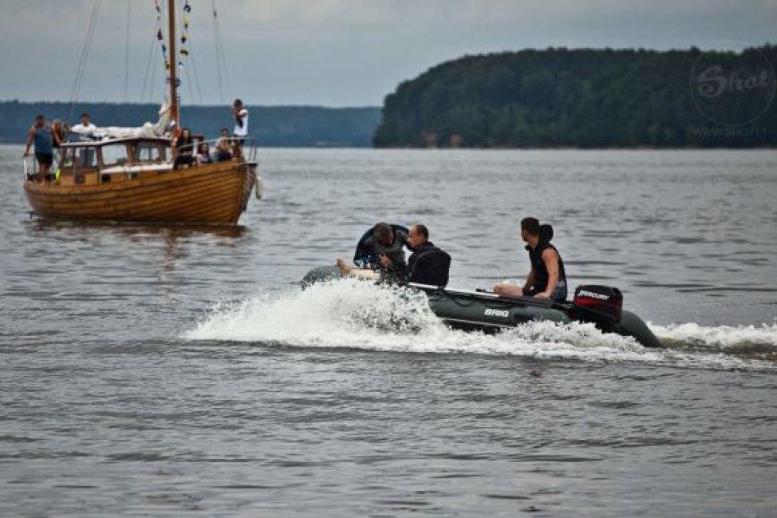 Apie toli nuo kranto nutolusią moterį gelbėtojams pranešė vestuves laive šventę kauniečiai