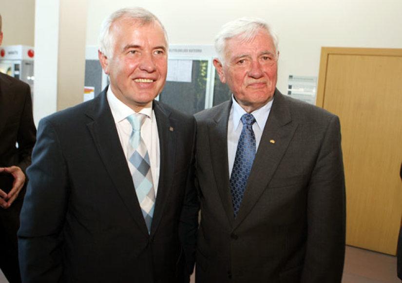 Nauju VDU rektoriumi antrai kadencijai išrinktas prof. Z.Lydeka ir VDU tarybos pirmininkas prezidentas V.Adamkus.