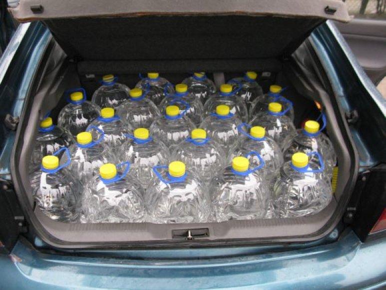 Prienuose sulaikytoje mašinoje rastas kontrabandinis spiritas