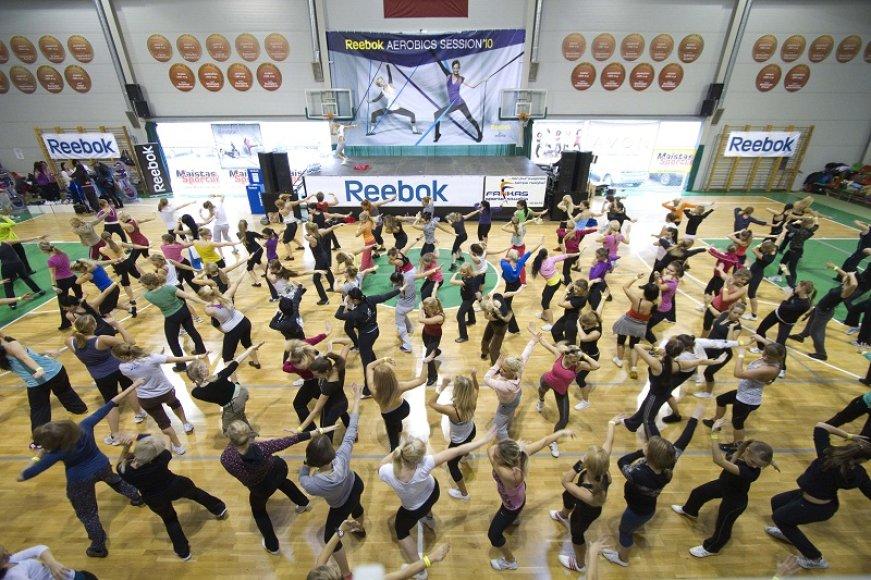Vienu metu šoko virš 300 aerobikos entuziastų.